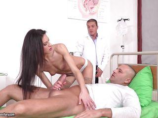 Анальный секс на приеме у врача