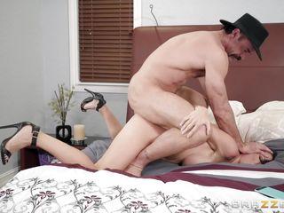порно видео зрелая мастурбирует